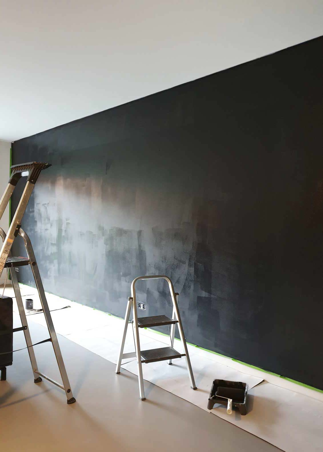 After picture with wall painted in Marrakech Walls Slate grey with a ladder in front