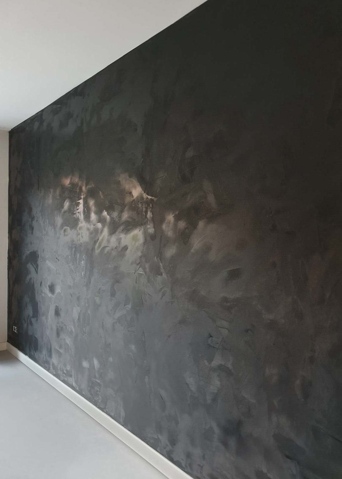 Freshly painted wall in Marrakech Walls Slate Grey with white ceiling