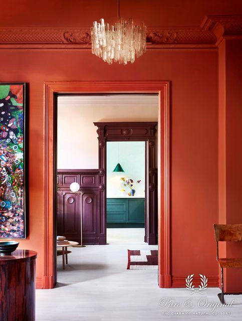 Classico Brown Red and Skin Powder / Traditional Paint Eggshell Brown Red and Black Hills / Licetto Old Wine / Marrakech Walls Polar Blue | Margaret de Lange