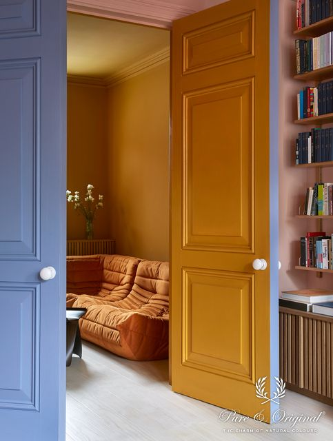 Traditional Paint Eggshell Old Ocre and Soft Greek / Classico Old Ocre and Soft Flamingo | Margaret de Lange