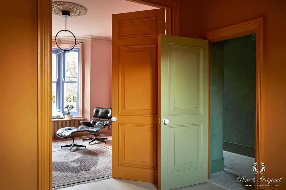 Traditional Paint Eggshell Sea Moss, Old Ocre and Soft Greek / Classico Old Ocre and Soft Flamingo / Marrakech Walls Green Room | Margaret de Lange