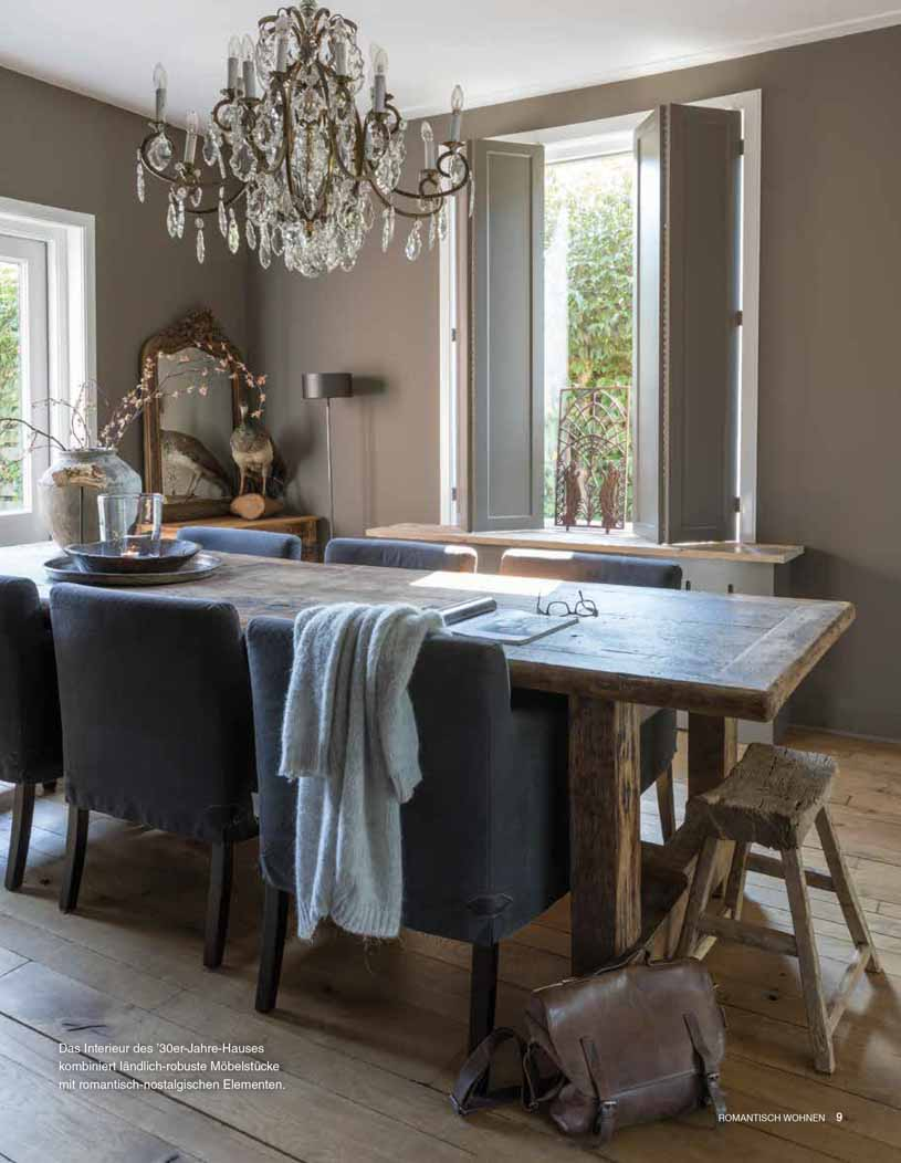 Dining room in dark brown tints